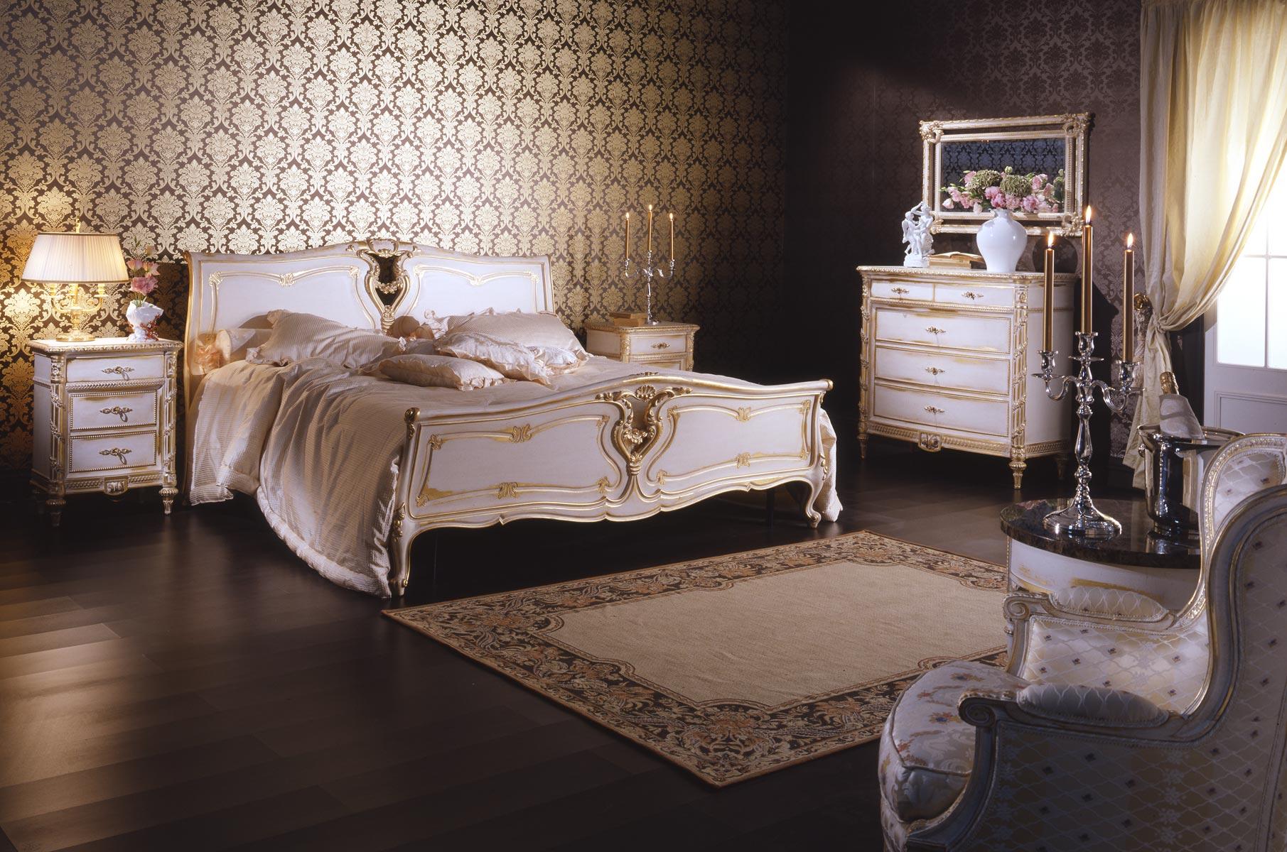 Chambre à coucher classique dans le style de Louis XVI