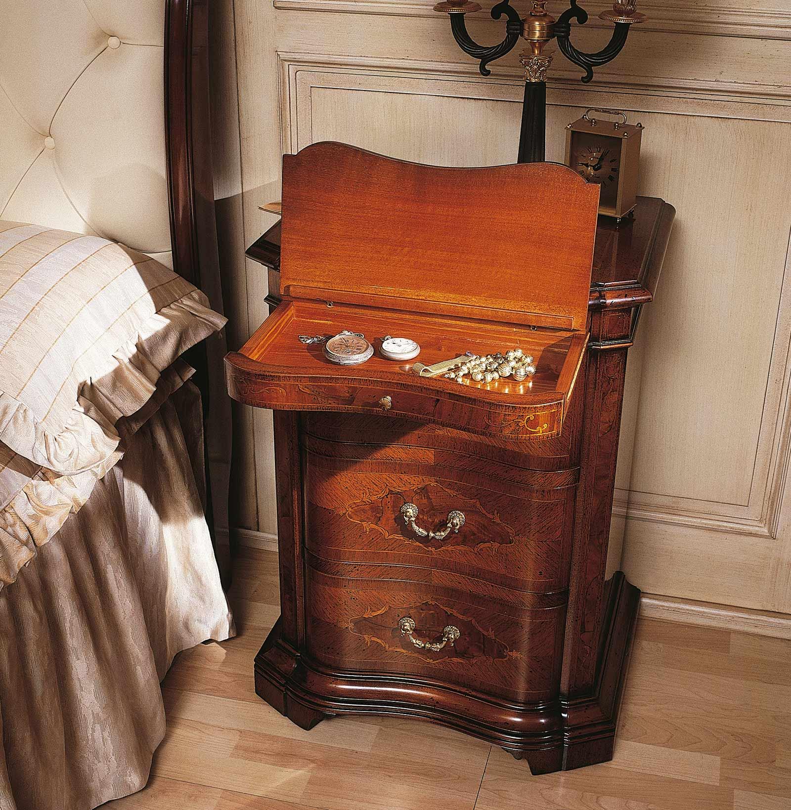 Collezione mobili classici 700 lombardo comodino in legno for Mobili 700 lombardo