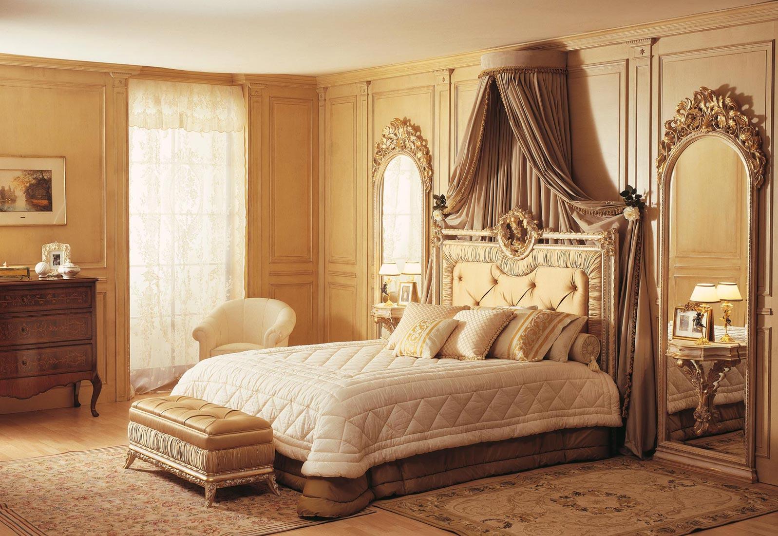 Camera da letto classica Louvre, letto e specchiere bianco su oro  Vimercati Meda
