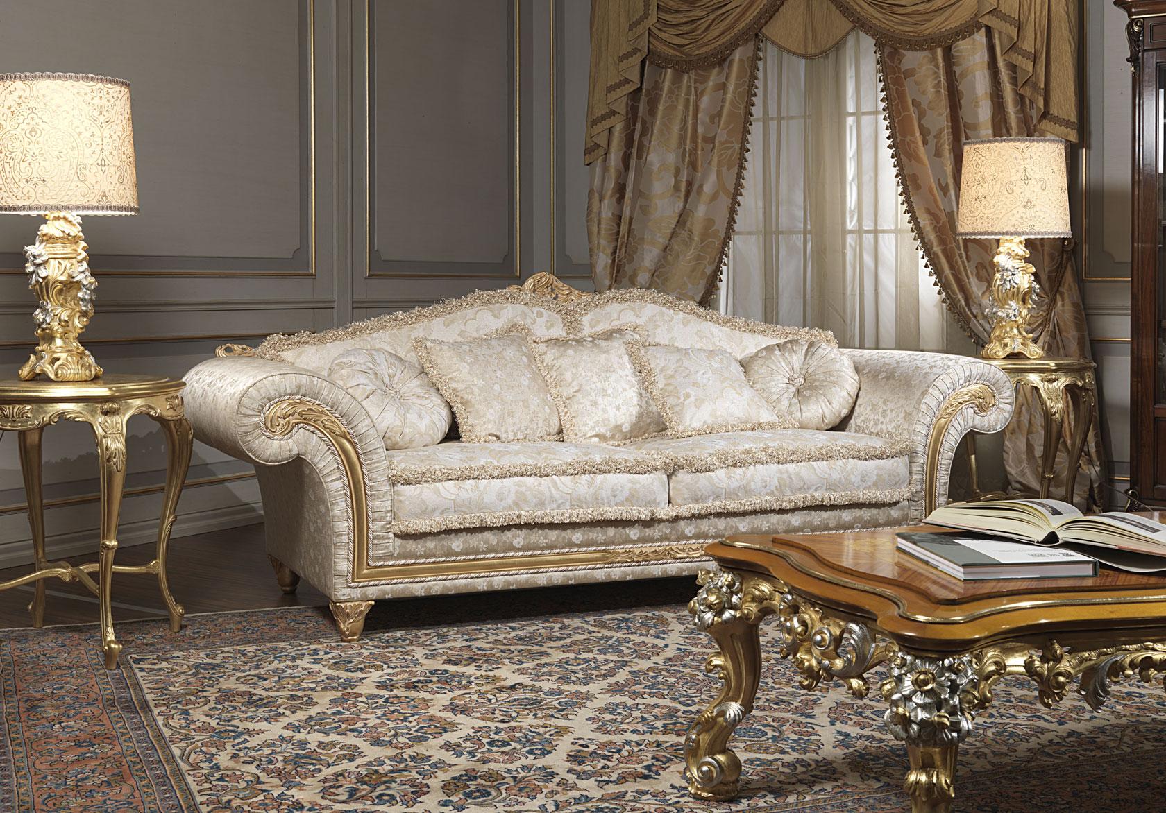 Divano classico imperial con tavolo intagliato vimercati for Divani di lusso