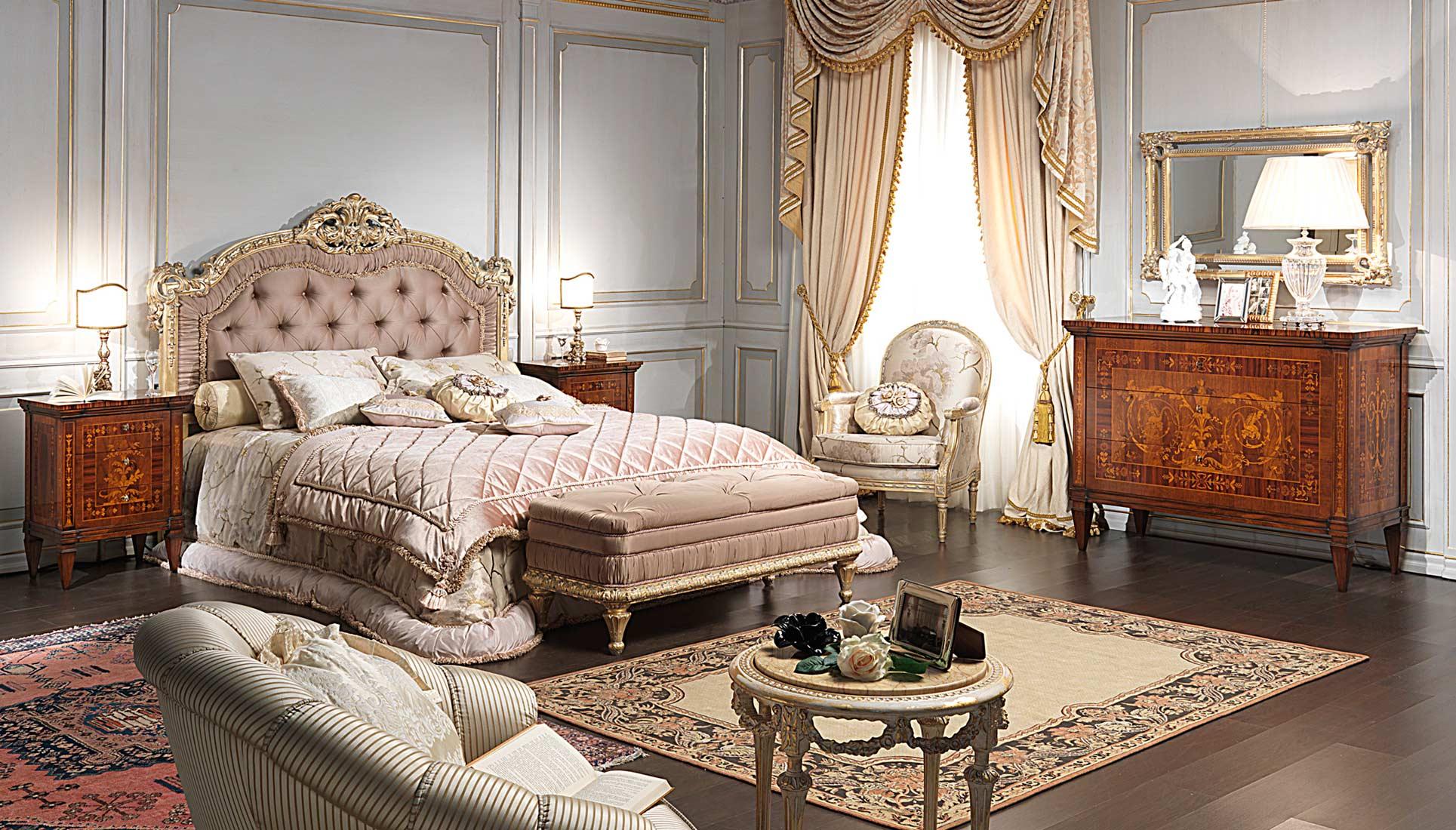 Camera da letto classica I Maggiolini, letto capitonné, comodini ...