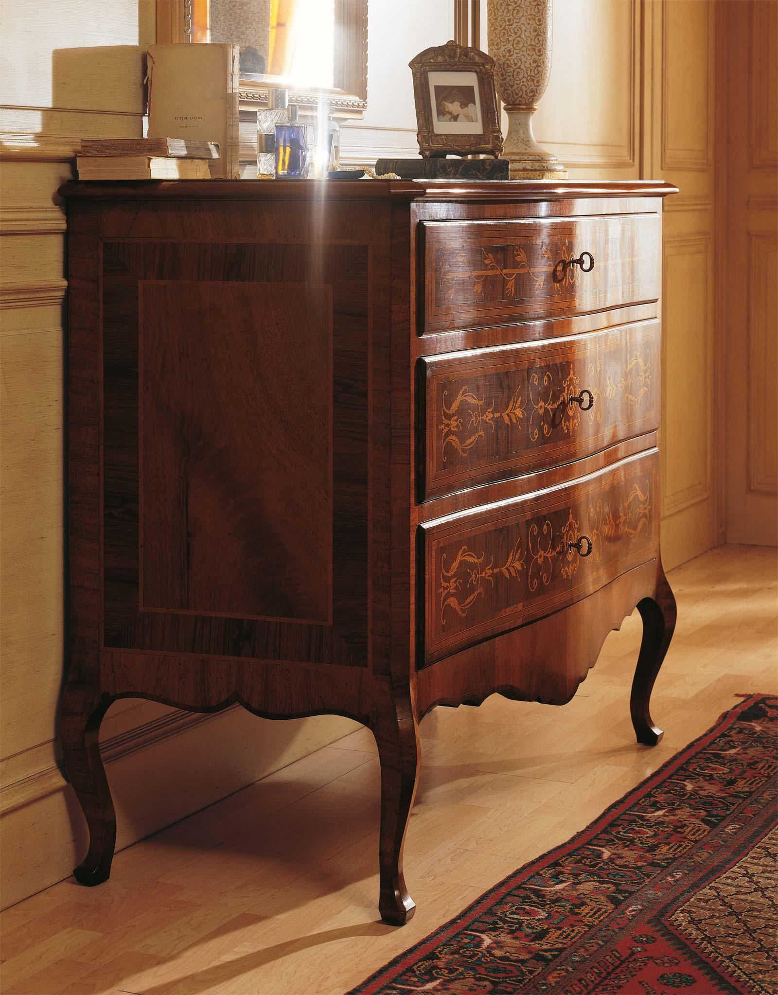 Camera da letto classica louvre com in legno di noce vimercati meda - Camera da letto in noce ...