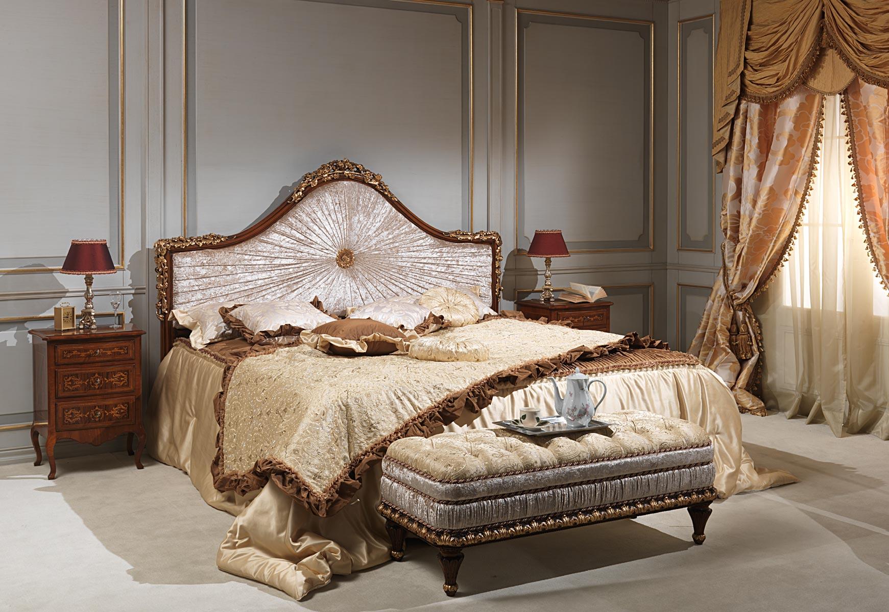 Camera da letto classica Louvre, letto, panca e comodini | Vimercati ...