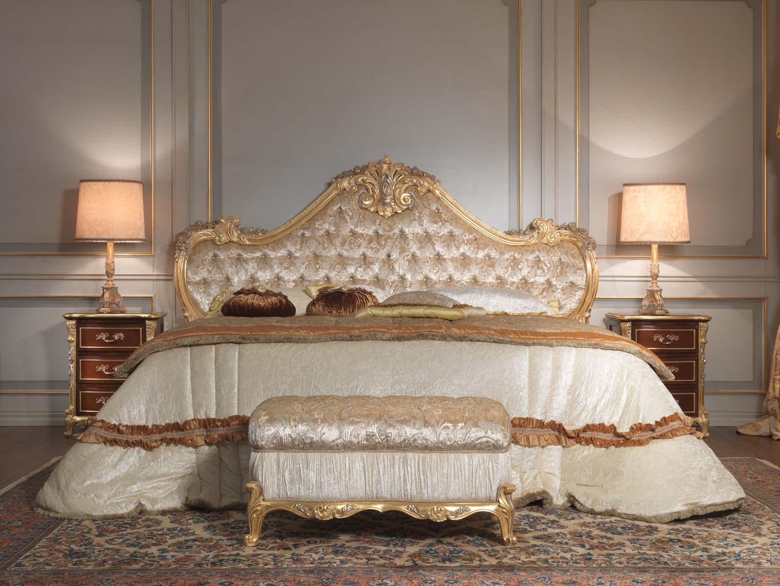 Camera da letto classica 700 italiano, letto, panca, comodini ...