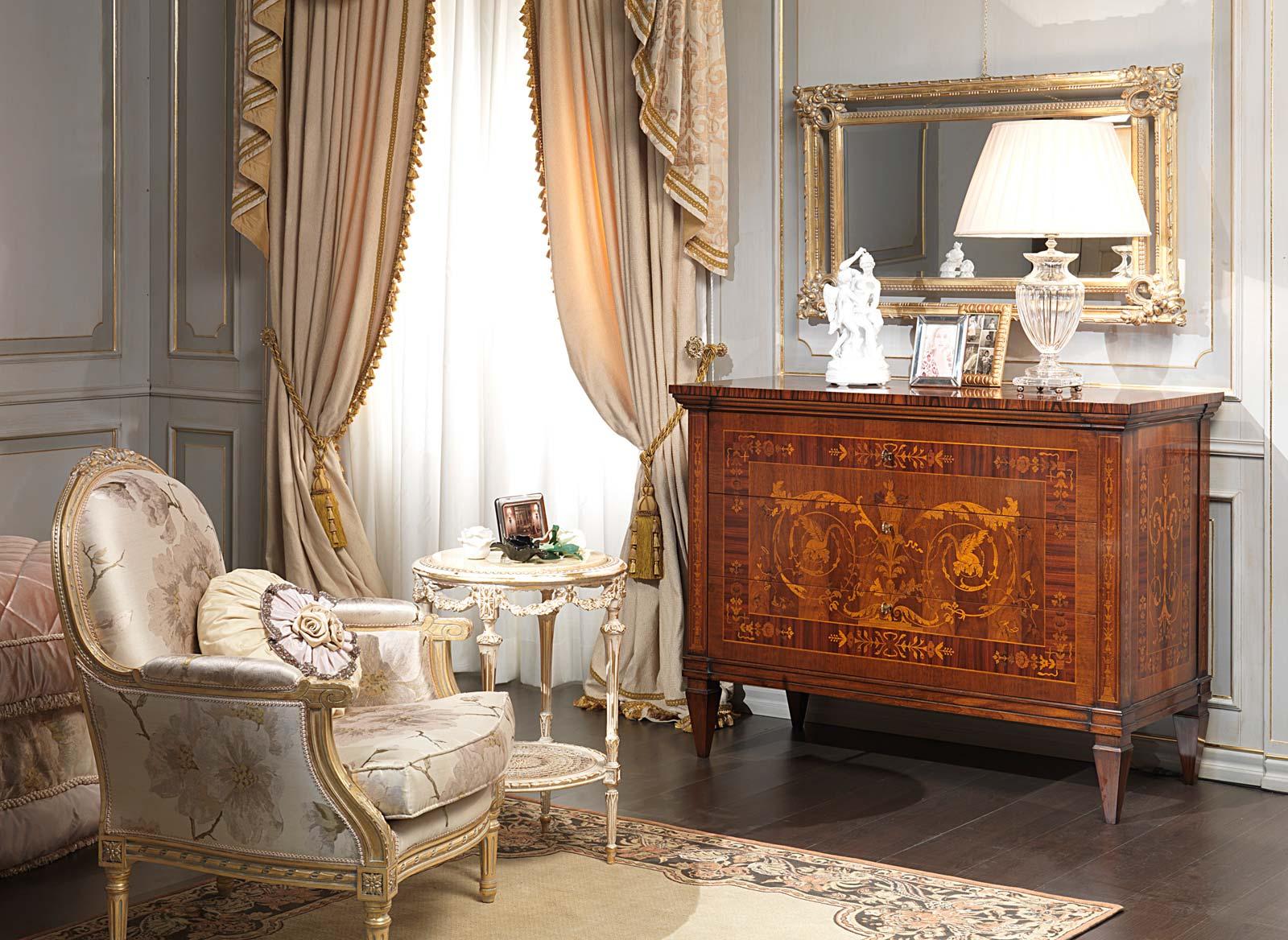 Camera da letto classica i maggiolini com specchiera poltrona - Come mettere i cuscini sul letto ...