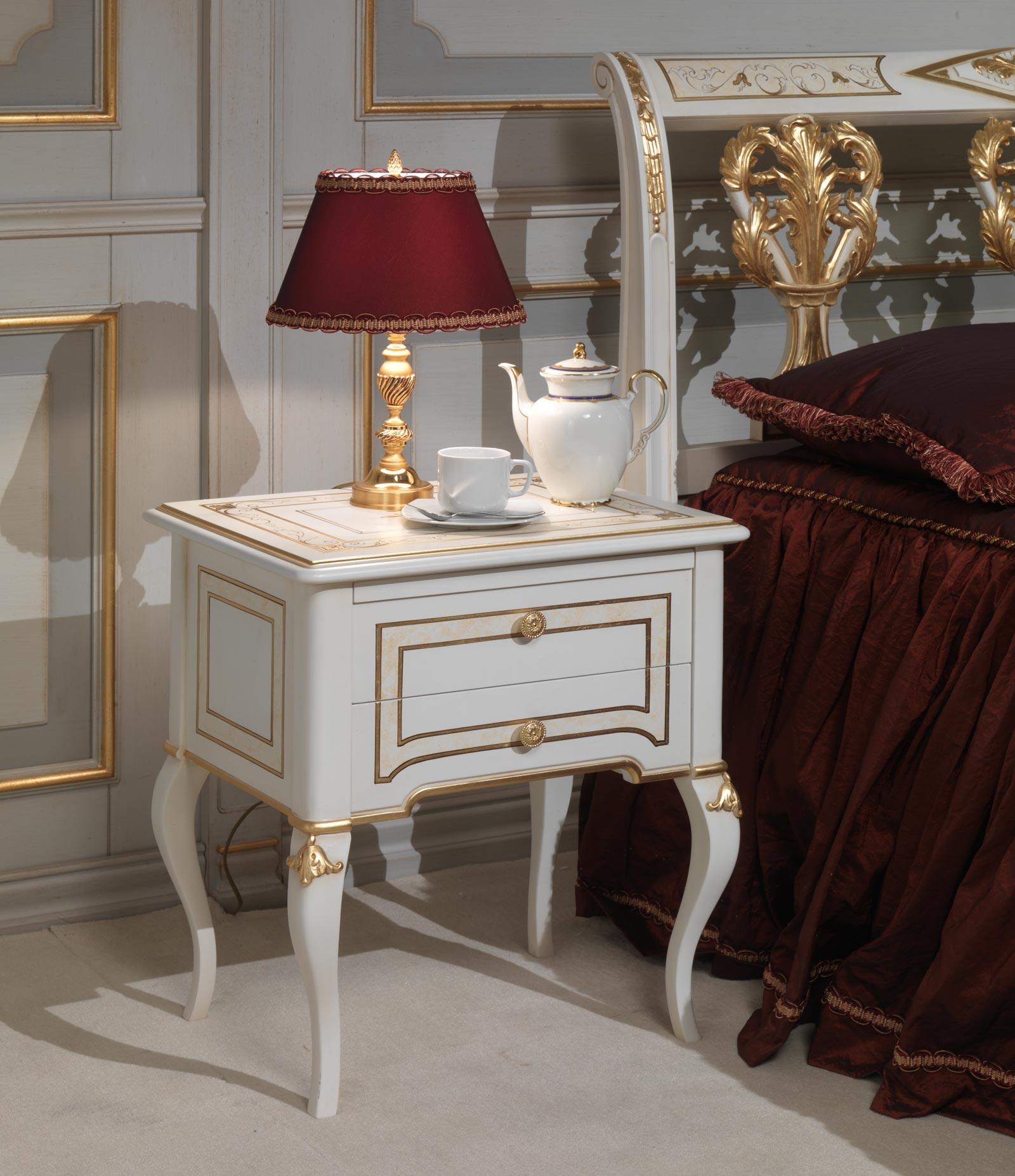 Camera da letto classica Rubens in stile 700 francese, comodino ...