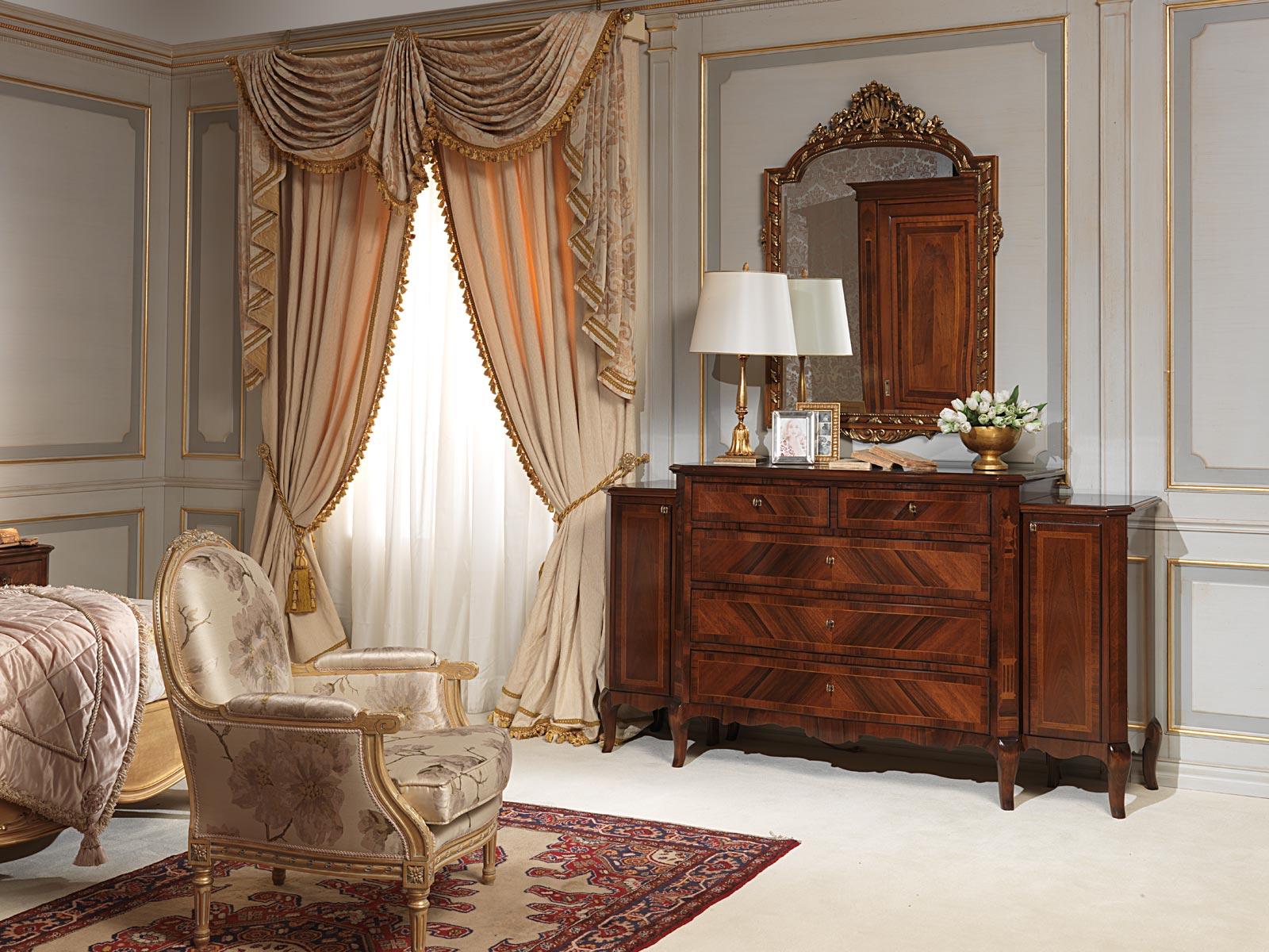 Camera da letto 800 francese, comò in noce, specchiera e poltroncina