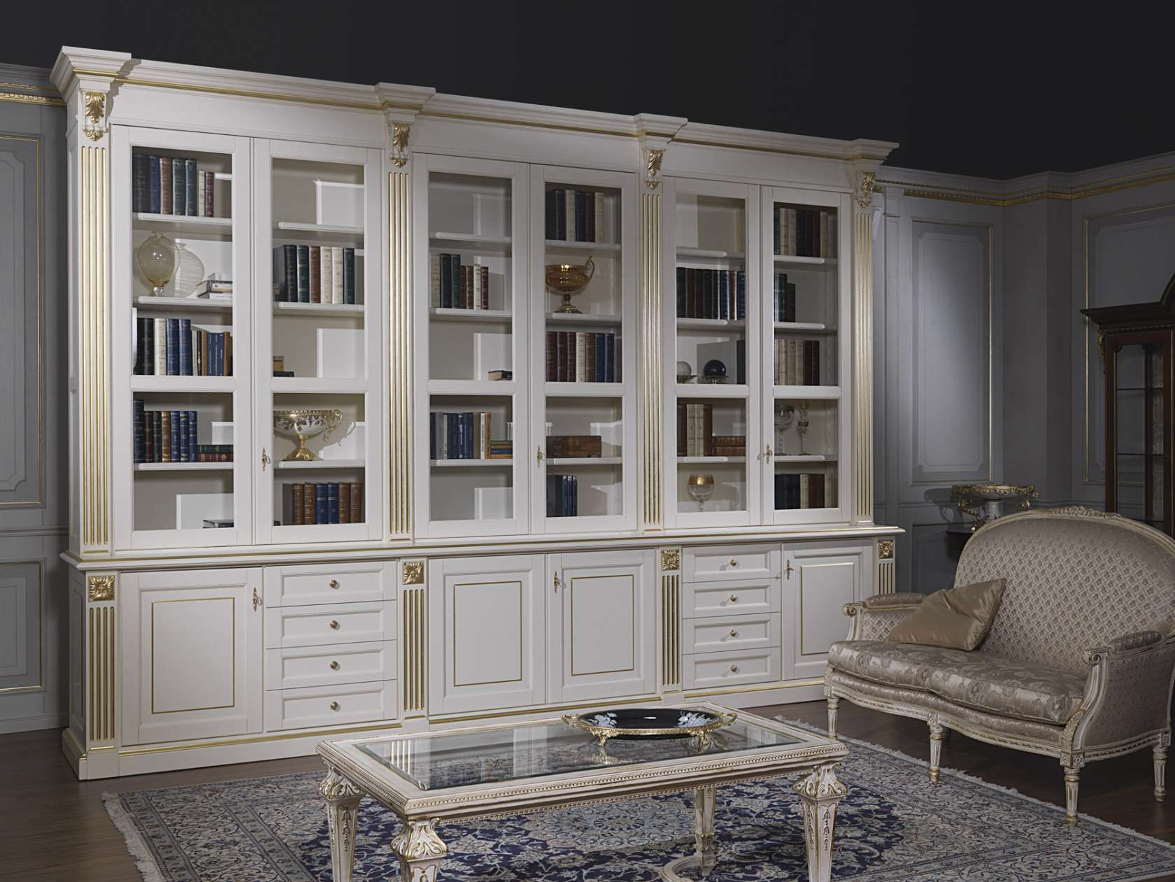 Soggiorno classico: una grande libreria di lusso | Vimercati Meda