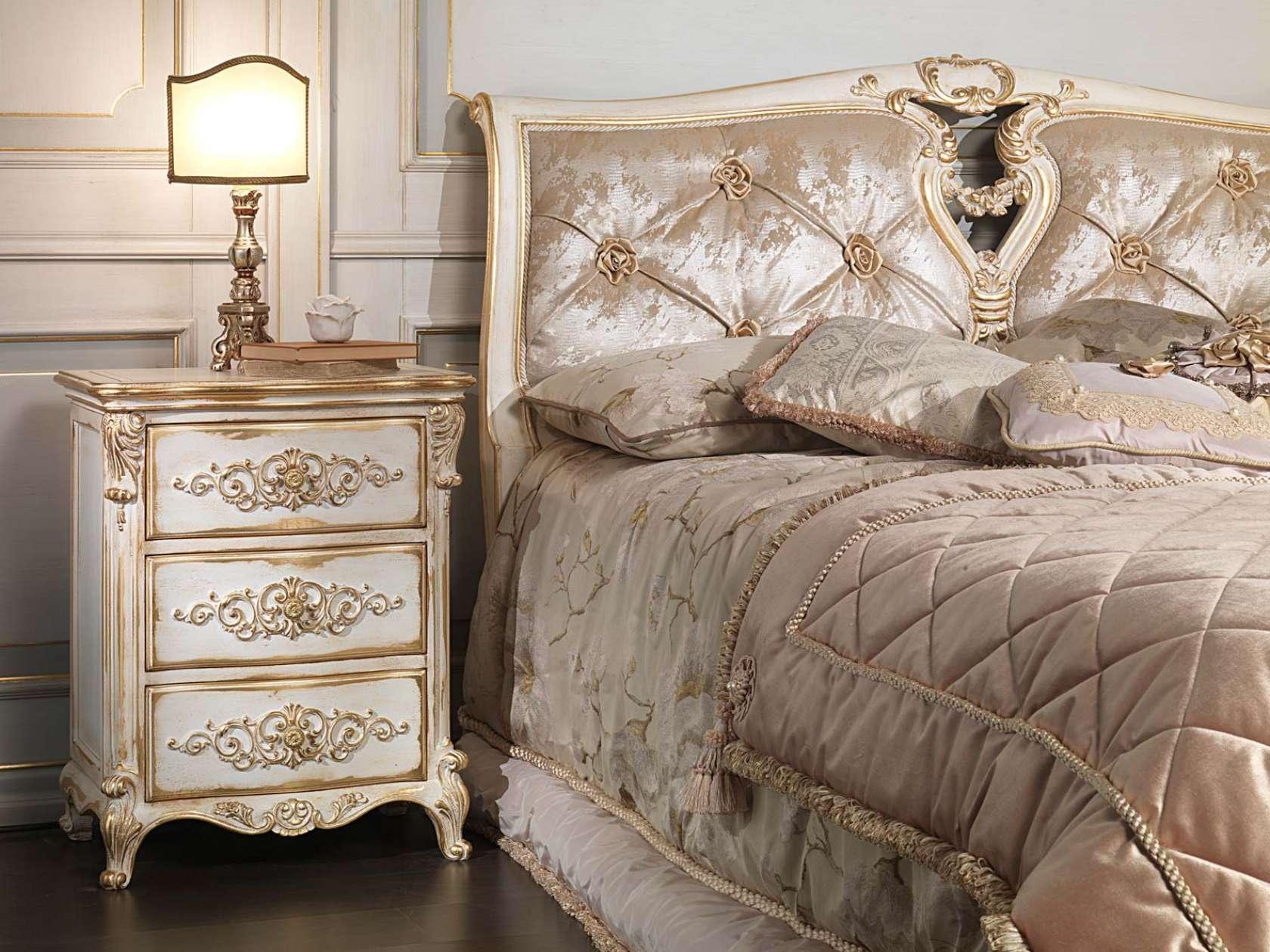 Camera da letto classica in stile luigi xvi letto capitonnè con