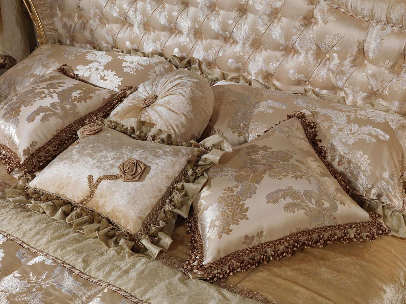 Cuscini Per Divani Classici.Silk Cushions Vimercati Meda