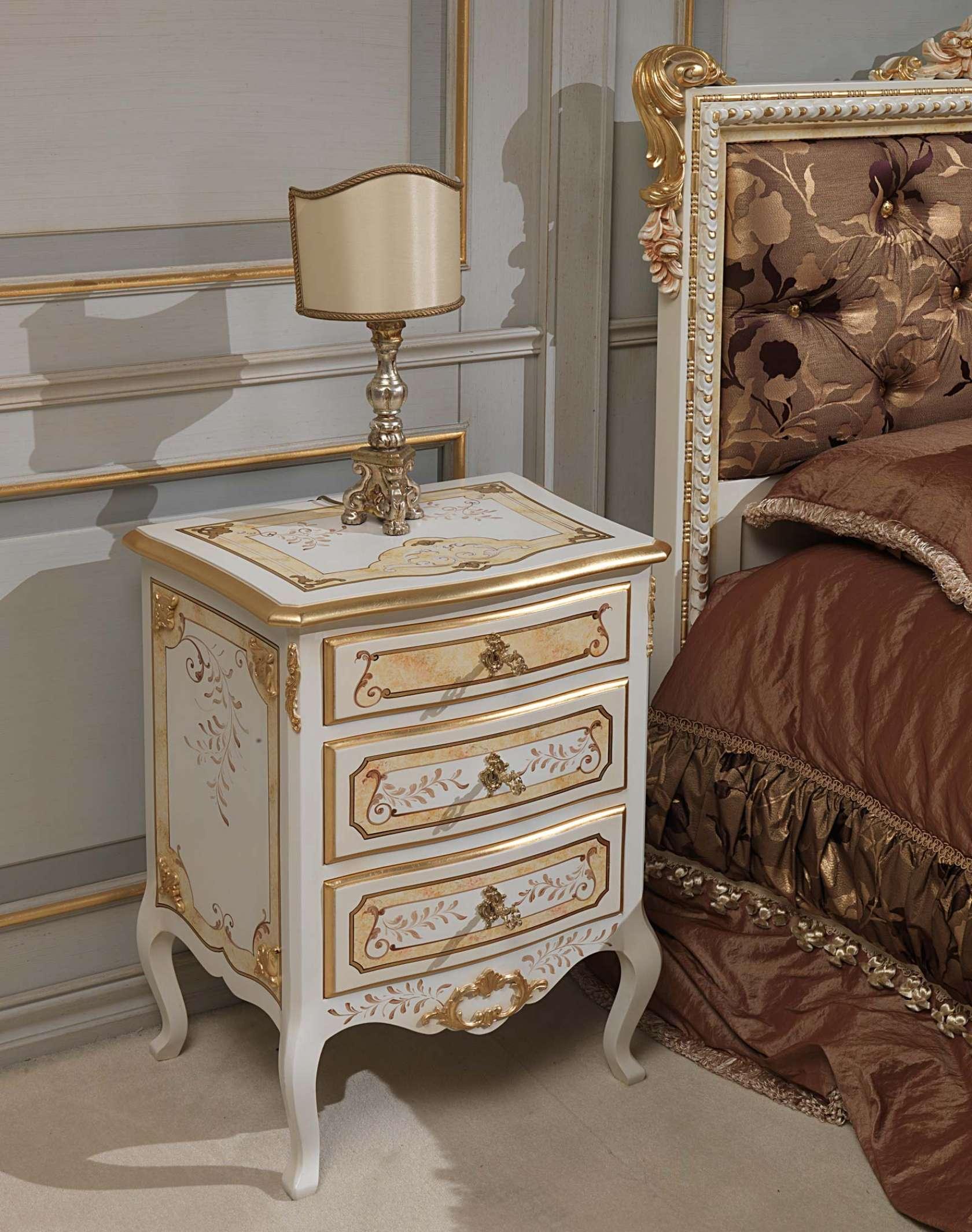 Camera da letto classica Louvre, comodino avorio e oro | Vimercati ...