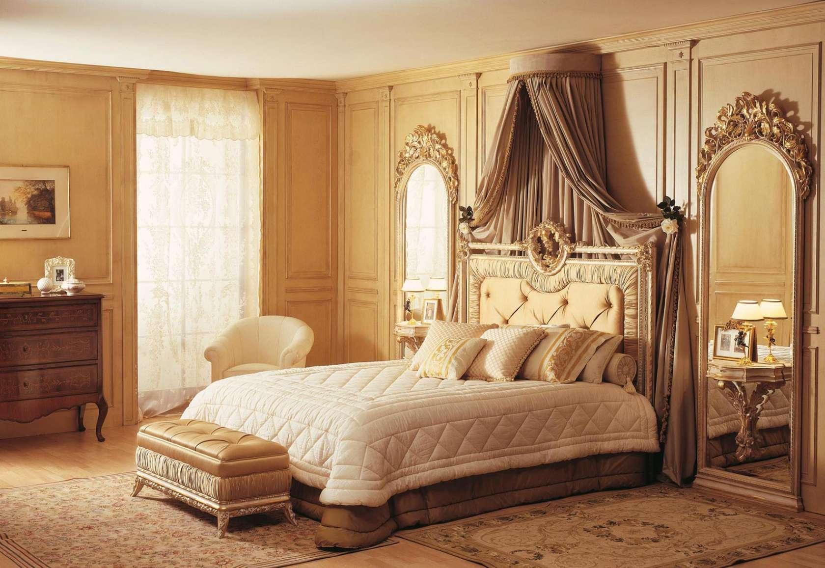 Immagini Di Camere Da Letto Classiche : Camera da letto classica louvre letto e specchiere bianco su oro