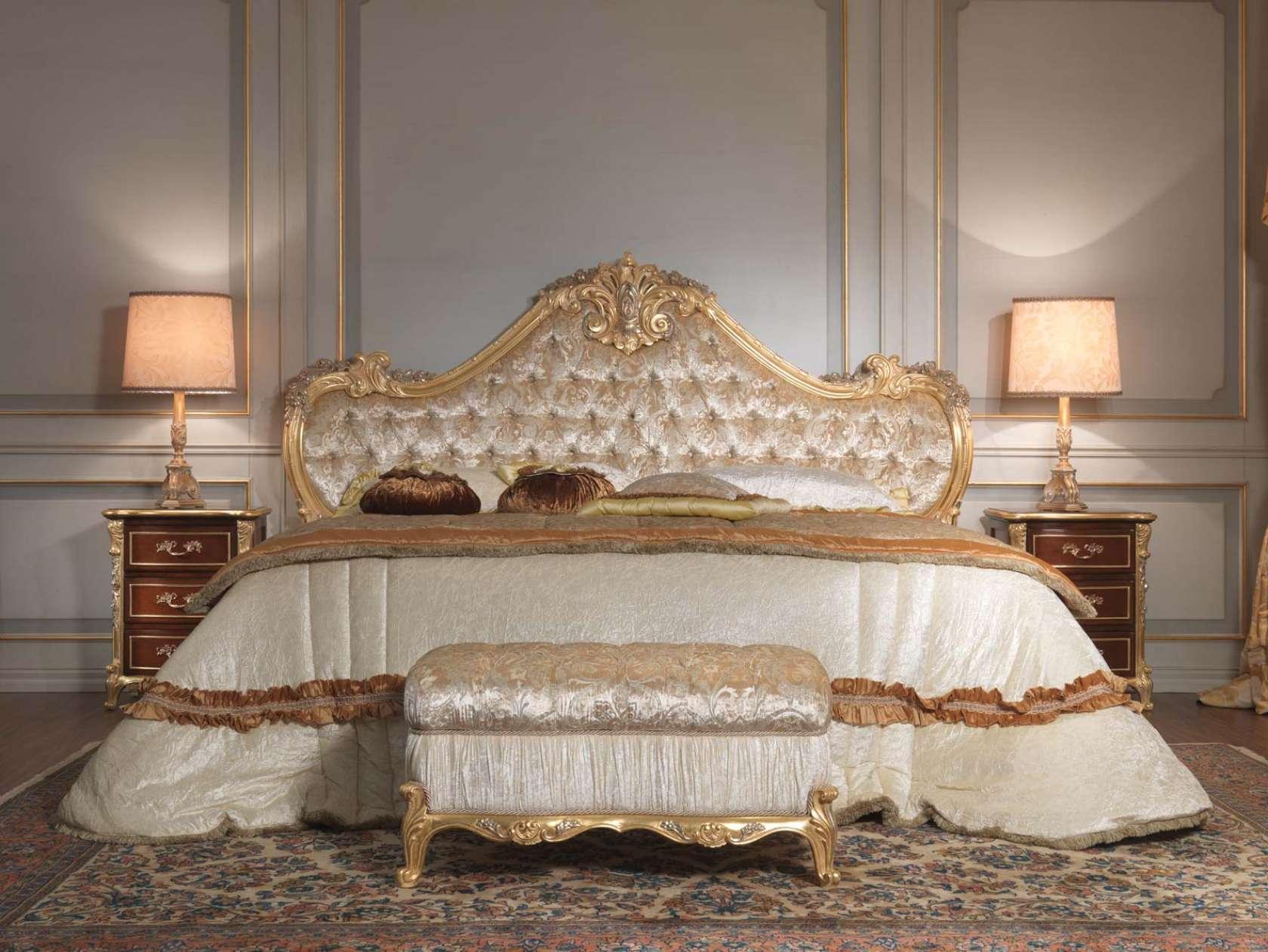 Camera da letto classica 700 italiano, letto, panca ...