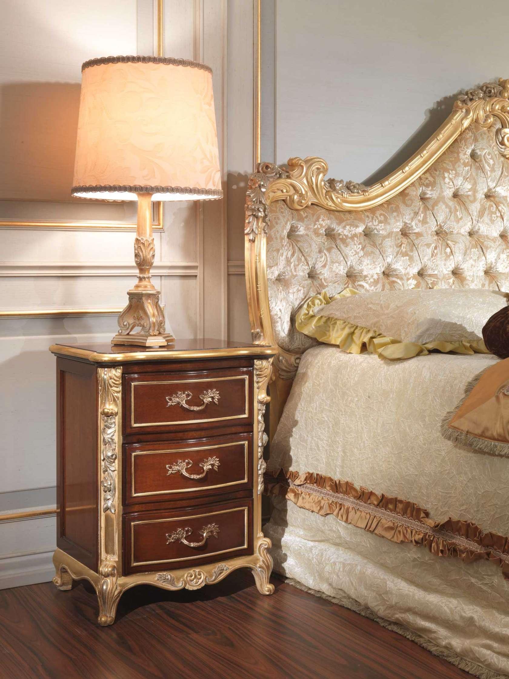 camera da letto classica 700 italiano comodino