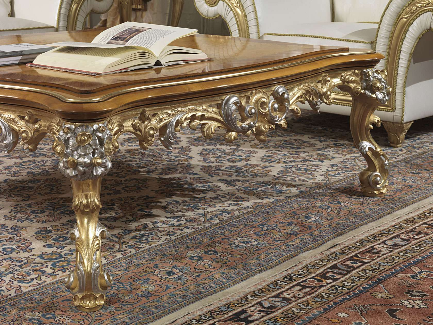 Tavolini Da Salotto Classici In Foglia Oro.Salotto Classico Imperial Con Tavolino Vimercati Meda