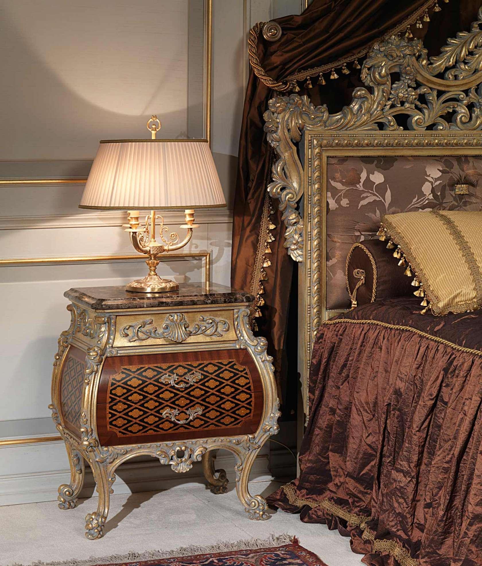 Camera da letto classica Emperador Gold in stile Luigi XV, comodino ...