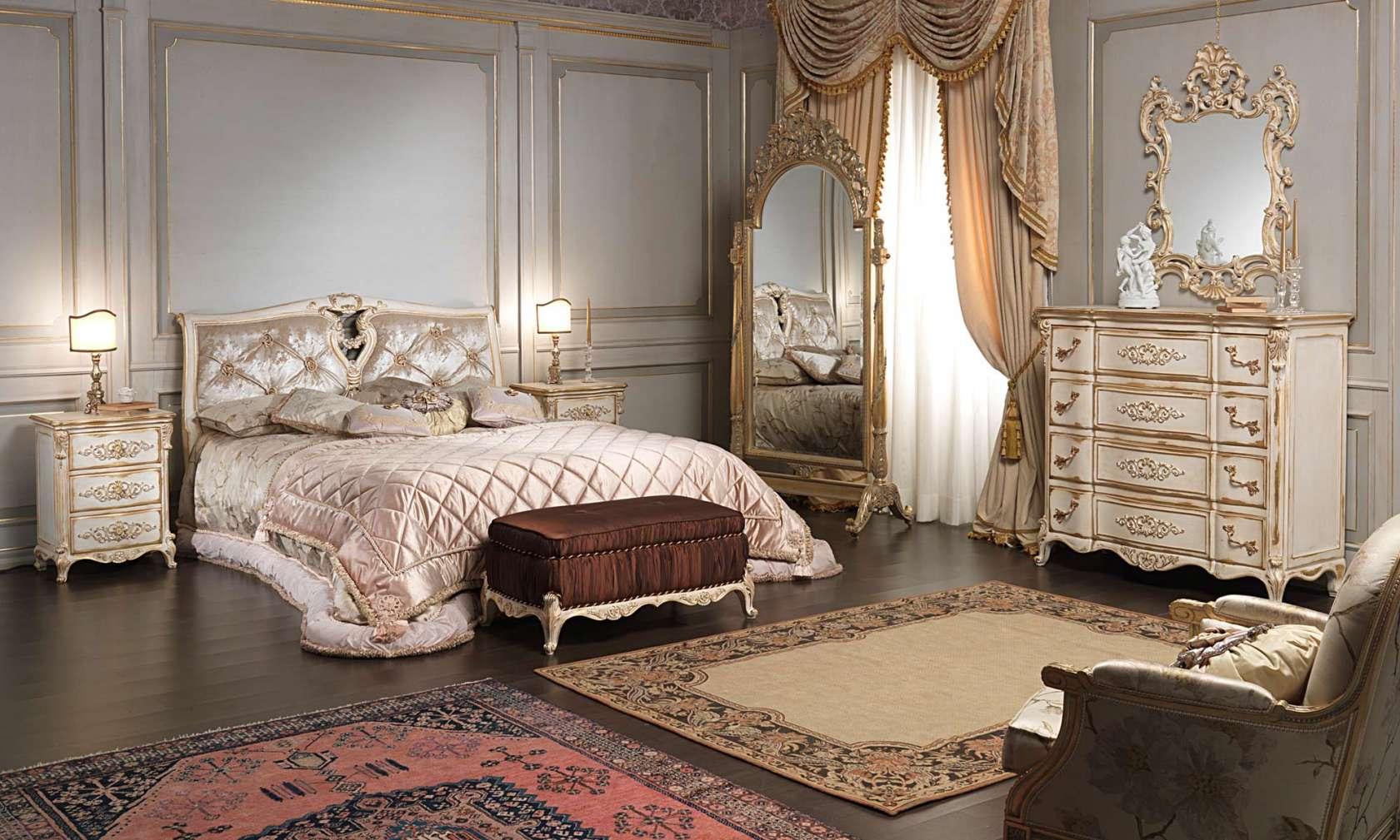 Camera da letto classica in stile Luigi XVI, letto, panca imbottita,  comodino,