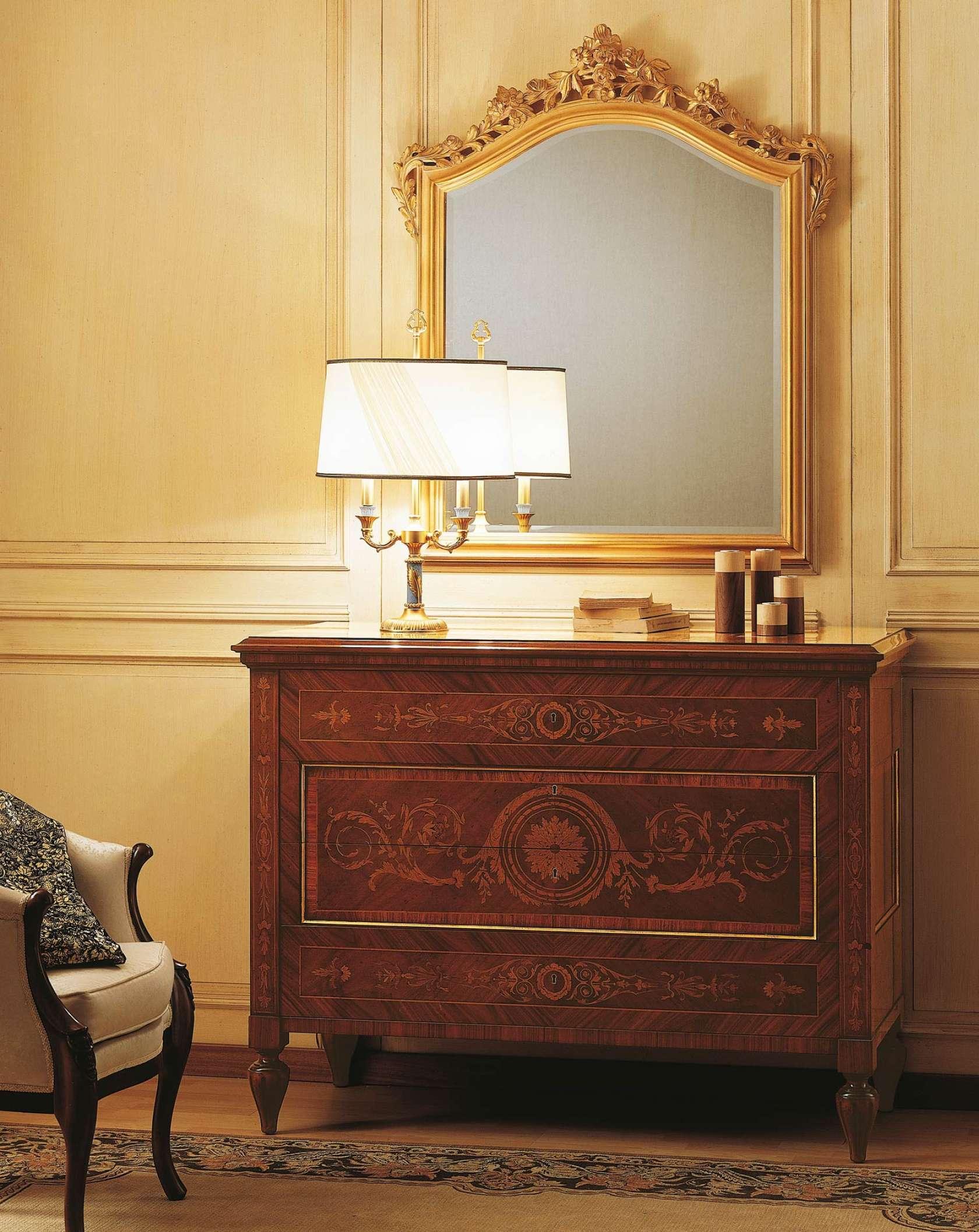 Specchiera Classica Noce Alba : Camera da letto classica i maggiolini comò intarsiato e