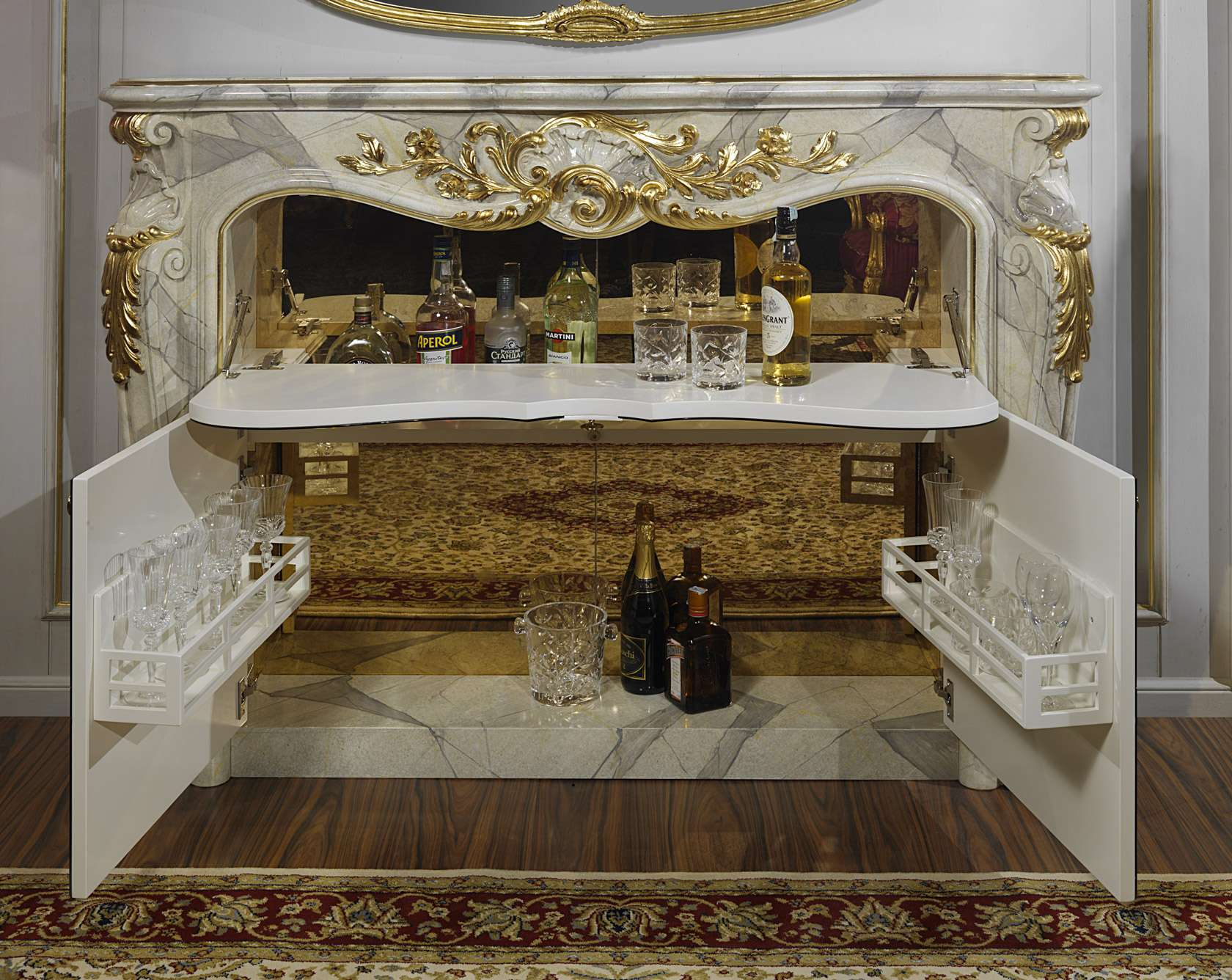 Camino con mobile bar stile barocco | Vimercati Meda