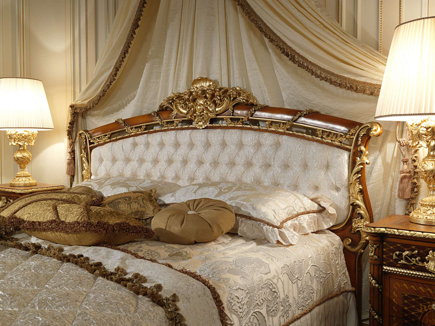 Letti Classici Di Lusso.Classic Bed With Headboard In Walnut Art 2011 Vimercati Meda