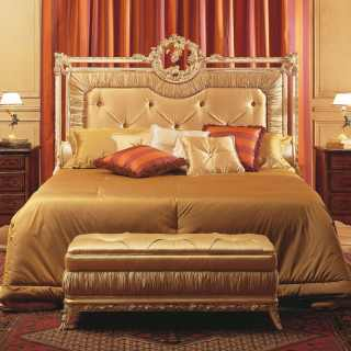 Louvre classic bedroom, capitonné bed with golden carvings, capitonné bench, walnut night tables