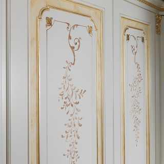 Classic modular wardrobe with flower decorations, golden details and carvings