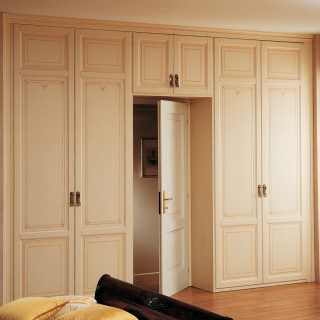Varnished modular wardrobes Portale, double two doors element, overdoor bridge element. Classic style furniture made in Italy