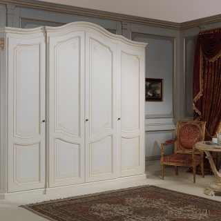 Classic wardrobe Settecento collection with golden details and carvings. Ivory finish