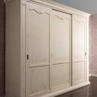 Provenza classic wardrobe made in Italy. Anticated lacquered finish, golden borders on doors