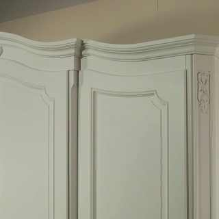 Classic wardrobe Settecento collection with carvings, white finish. Handmade in Italy