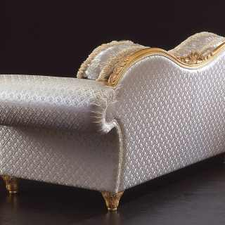 Classic sofa Excelsior with a particular wave shape. Carved and golden details and cymatium