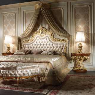 Letto barocco elegante, comodini barocchi intagliati, baldacchino e panca
