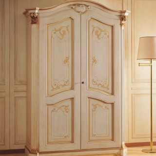 Classic wardrobe Settecento collection with carved pillars, golden capitals, flower decorations. Made in Italy