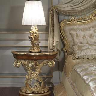Comodino barocco intagliato in stile barocco romano del Seicento. Lampada barocca
