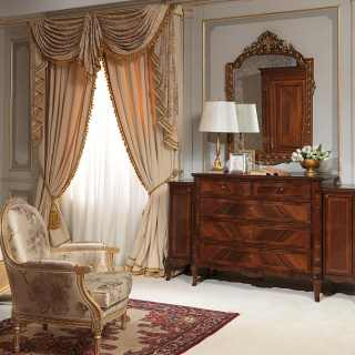 Classic luxury bedroom 800 francese: walnut chest of drawers, golden wall mirror and sofa
