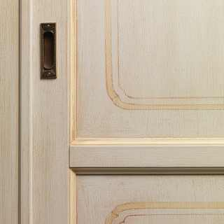 Classic wardrobe Provenza: detail of a sliding door