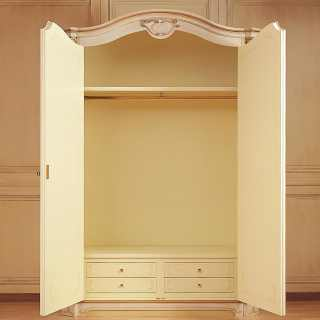 Classic wardrobe Settecento collection with carvings e golden details. Wooden lacquered interior
