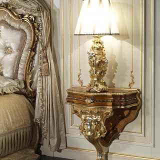 Comodino classico in stile barocco