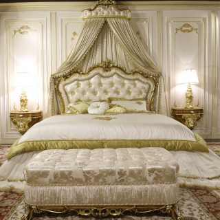 Panca classica e letto barocco