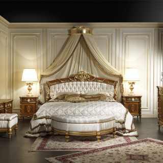 Mobili per camera da letto in noce della collezione Luigi XVI Noce e Intarsi: letto in noce e intagli dorati, comò, comodini e toilette in noce