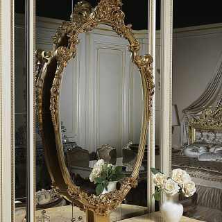 Specchio classico dorato e intagliato della collezione Chinoiserie