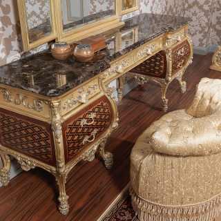 Toilette lussuosa in stile Luigi XV