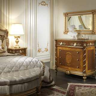 Comò intarsiato in noce della collezione Luigi XVI Noce e Intarsi, intagliato e intarsiato a mano