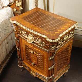 Comodino classico in noce con intarsi della collezione classica Luigi XVI Noce e Intarsi