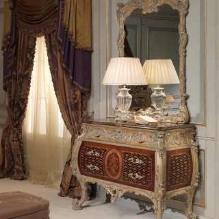 Comò classico in stile Luigi XV