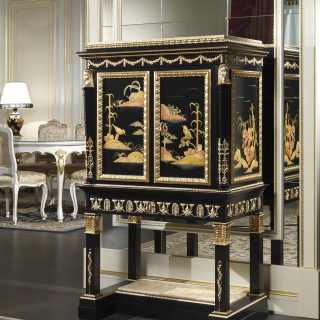 Mobiletto Luigi XV: stipo in stile classico cinese della collezione Chinoiserie, laccato e decorato