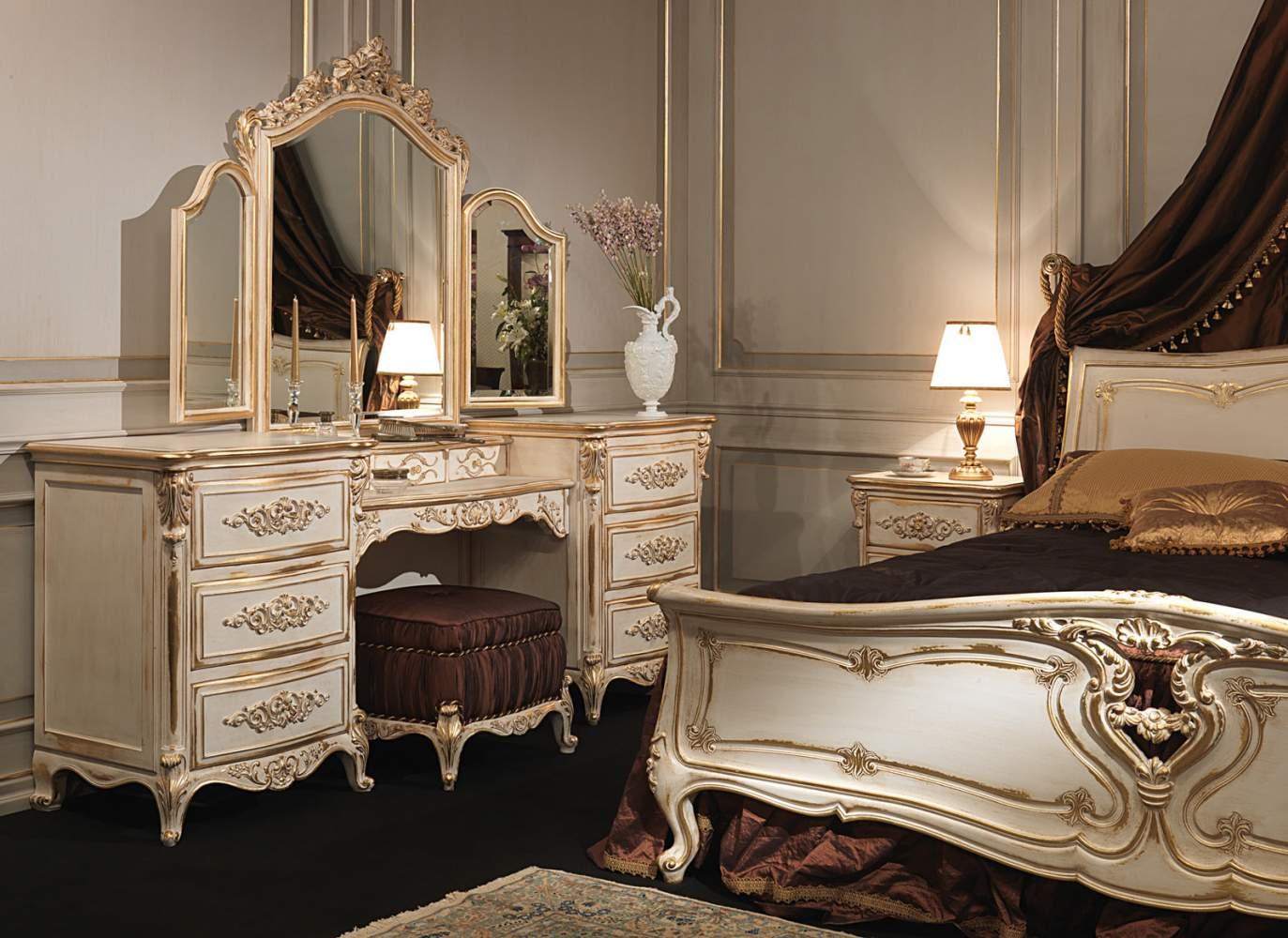 Camera da letto classica in stile Luigi XVI, letto in legno intagliato, toilette con specchiera in legno intagliato, pouf imbottito