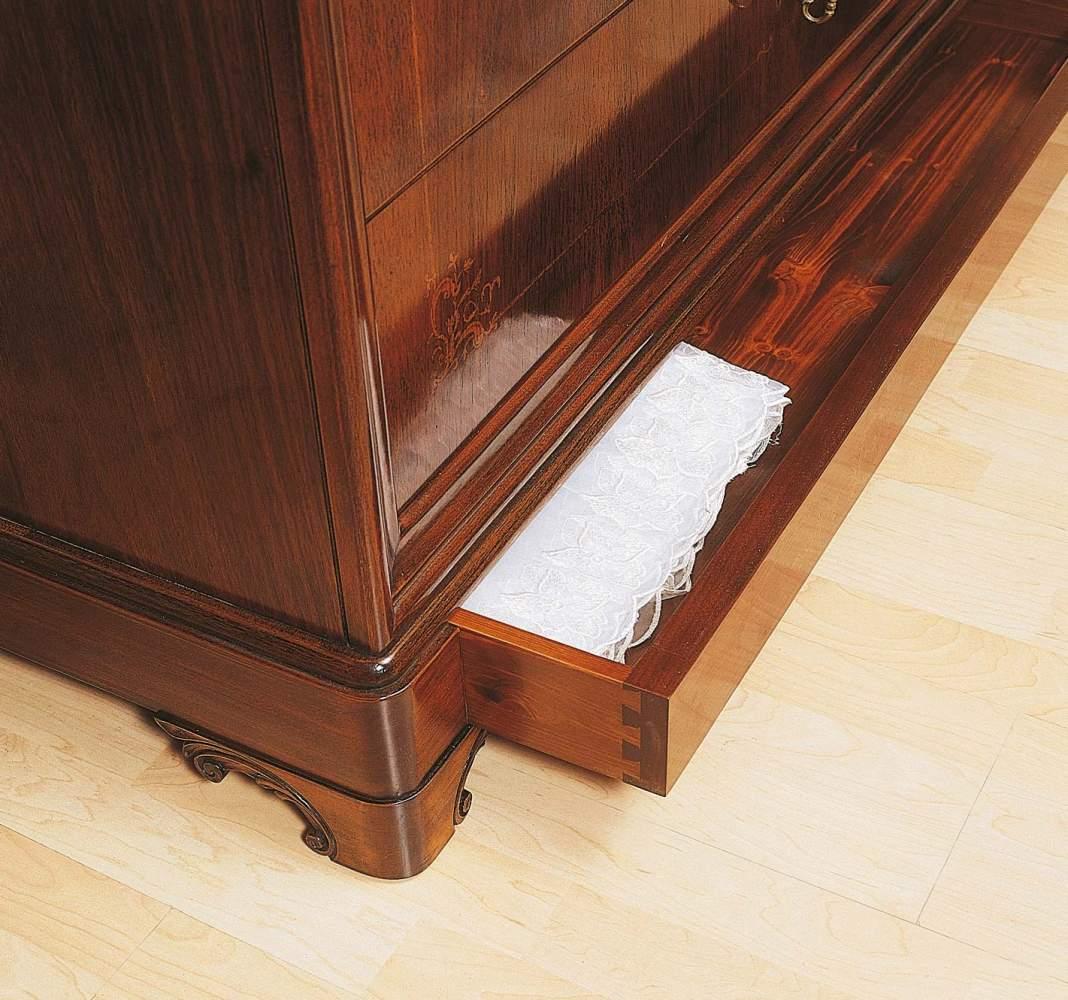 Camera da letto 800 francese, comò in noce con intarsi e scomparti