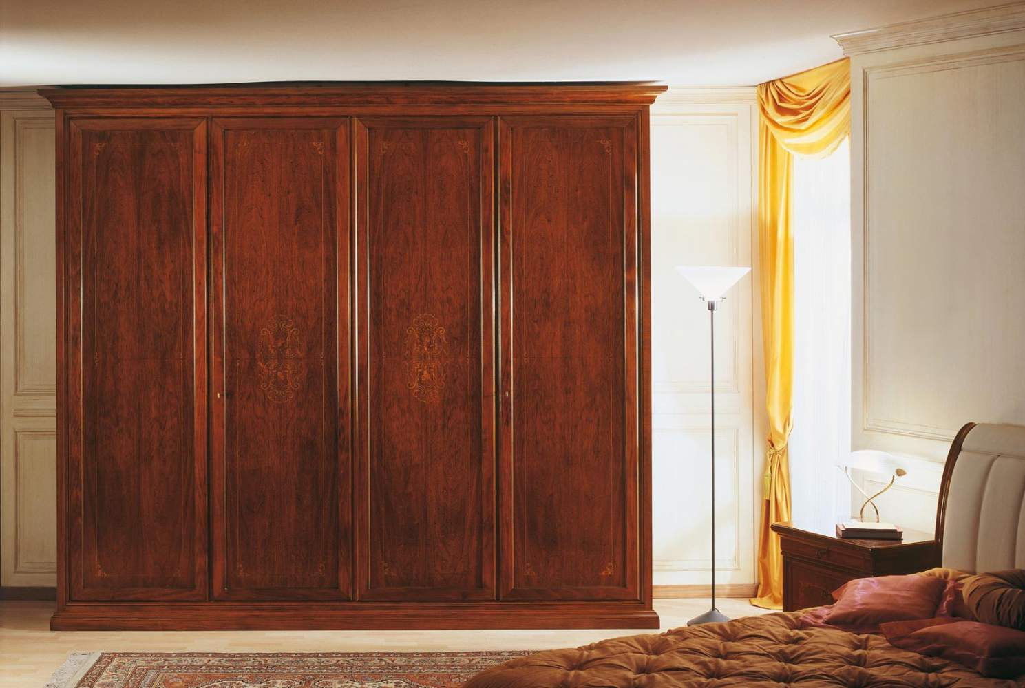 Camera da letto 800 francese, armadio due vani intarsiato