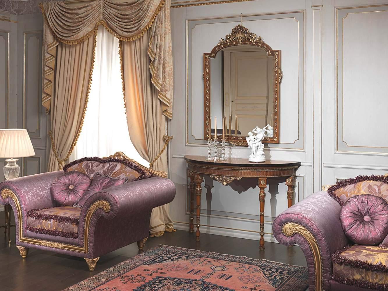 Boiserie laccata bianca e oro con colonne